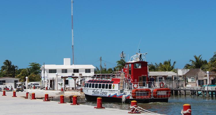 Cruce a Holbox Ferry