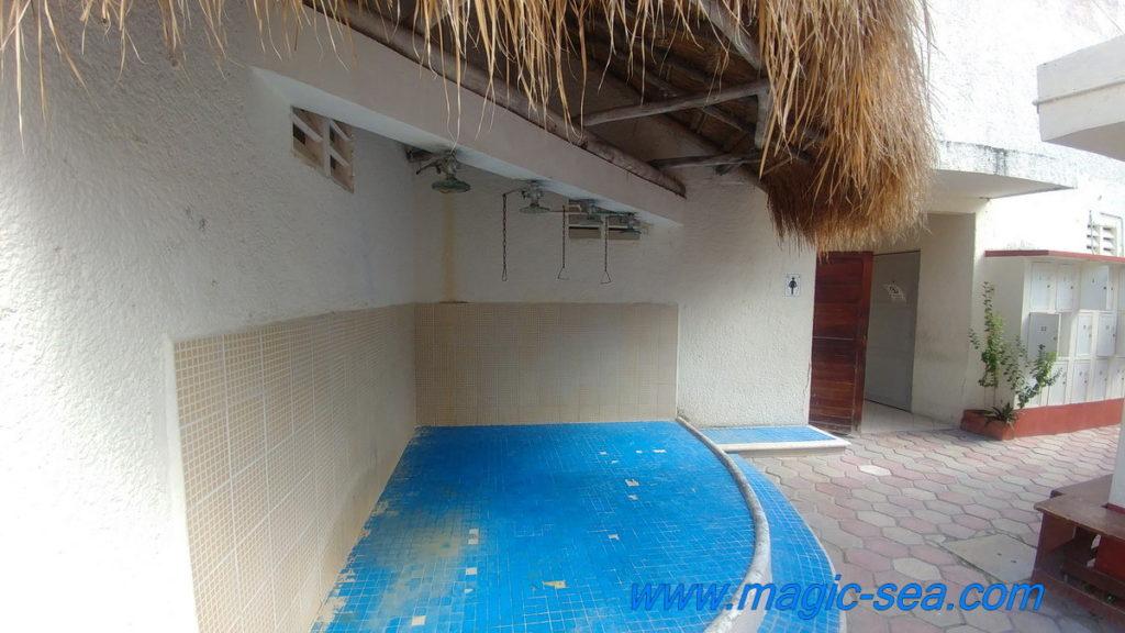 Beach Club Isla Mujeres shower