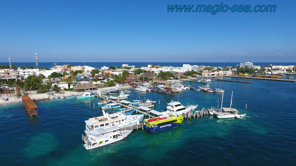 port downtouwn Isla Mujeres